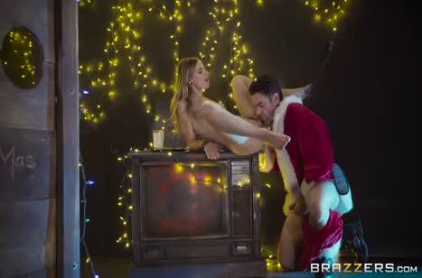 Санта по полной развращает задницу Jillian Janson #6