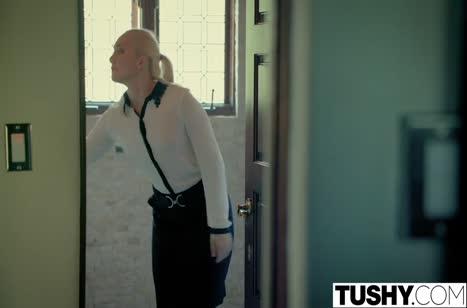 Жопастая блондинка мощно сношается с лысым бойфрендом