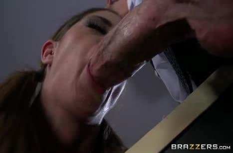 Brooklyn Chase попалась охраннику и он трахнул ее в жопу #3