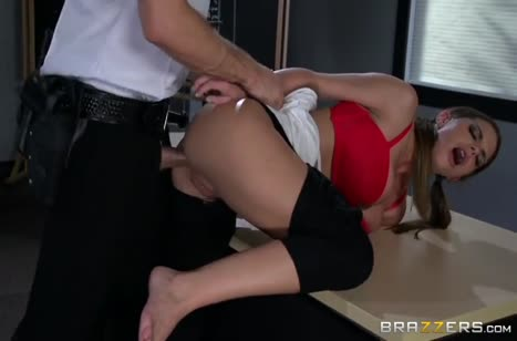 Brooklyn Chase попалась охраннику и он трахнул ее в жопу #4