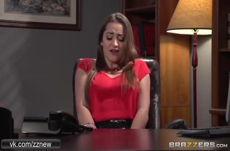 Рыжеволосую Monique Alexander трахнули в анал на глазах публики