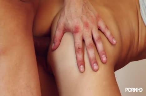 Парень нежно ласкает Morgan Moon и пристраивает ей пенис #6