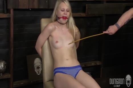 Блондинку привязали к стулу и от души над ней поизвращались #2