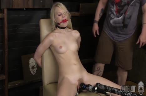 Блондинку привязали к стулу и от души над ней поизвращались #5