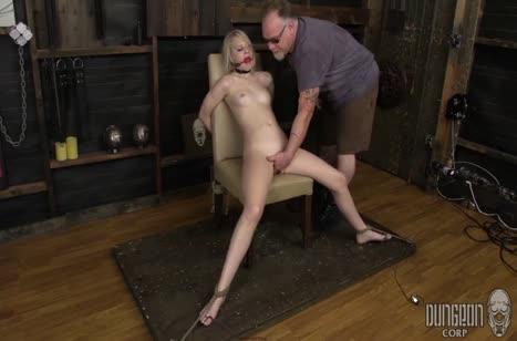 Блондинку привязали к стулу и от души над ней поизвращались #6