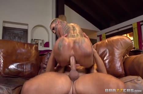 Татуированная мамочка Bella Bellz прыгает аналом на пенисе #5