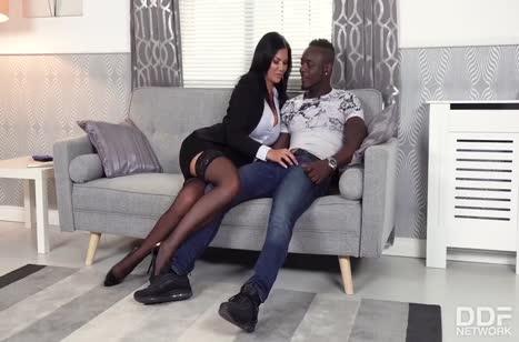Мамочка Jasmine Jae эффектно зажигает с черным любовником #2