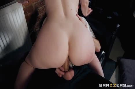 Повар прямо на работе жарит свою секси коллегу Ella Hughes #3