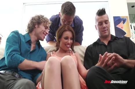 Дырочки Britney Amber не знают отдыха от трех пенисов сразу #2