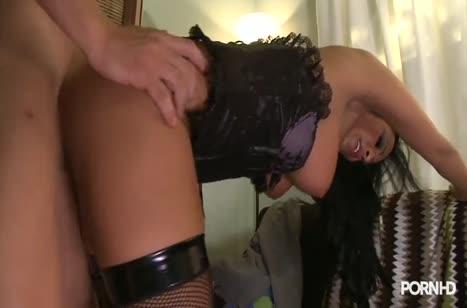 Romana Ryder сверкнула в секс наряде и у парня быстро встал #5