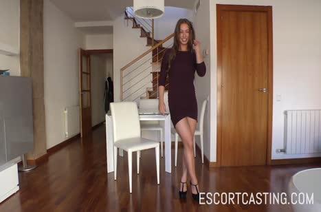 Taylor Sands в обтягивающих штанишках проходит порно кастинг #3