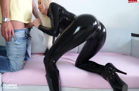 Блондинка в сексуальном костюме снимает с другом оргию #2