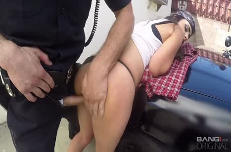 Rose Darling соблазнила полицейских на групповуху #4