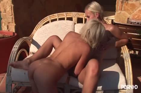 Блондинки лесбиянки нежно приласкали друг дружку #5