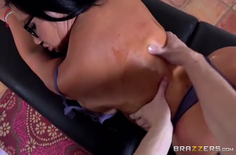Пухленькую Sybil Stallone дрюкнули в жопу на массаже #2