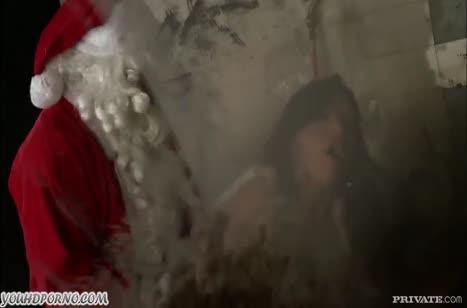 Настойчивая мамка с большими сиськами отсосала Деду морозу #3