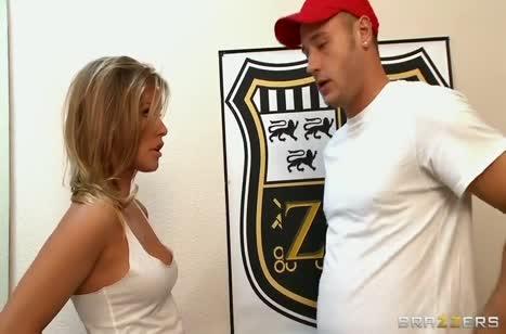 Красотка Kennedy Leigh умеет возбуждать мужиков #1