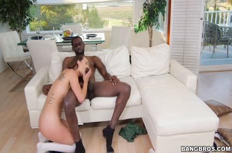 Симпатичная Jade Nile опробовала большой кукан черного самца #5