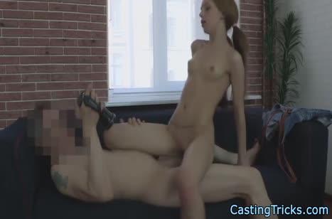Молодую русскую деваху развели на порно кастинг #4