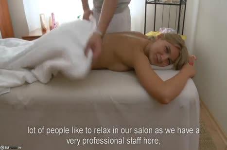 Молодая русская блондинка занялась сексом с массажистом #1