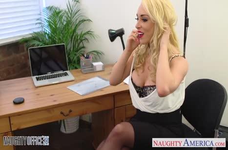 Шлюшковатая  Victoria Summers устроила трахлку в кабинете #2