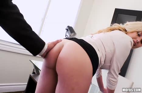 Большая жопа блондинки напрашивается на крепкий анал в офисе #2