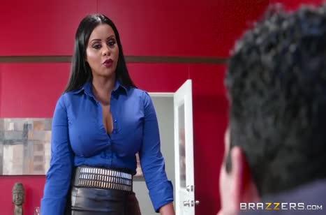 Сисястая Mary Jean залезла в штаны к своему боссу