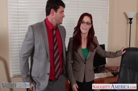 Рыжую милашку Penny Pax трахнули прямо в офисном кресле