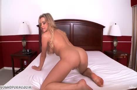 Блондинка с классной задницей подарила себе оргазм #3