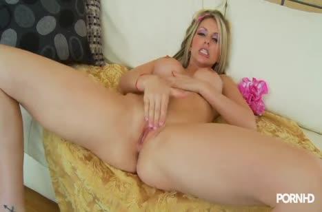 Гламурная сучка Courtney Cummz прыгает на мужике до оргазма