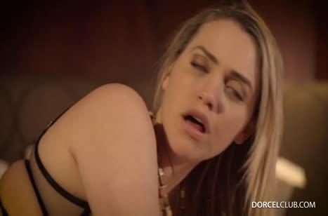 Блонди в красивом белье стонет от глубокого анального секса #4