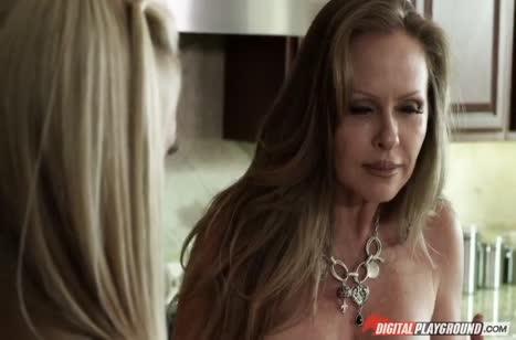 Горячая мамочка Lisa Ann любит жесткий перепихон #1