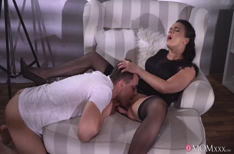 Зрелая женушка Sophia Laure перед сном раздвинула ноги #3